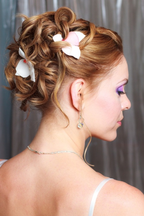 Flower Wedding Hairstyles - Wedding hairstyle romantic with flowers