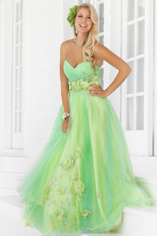 Prom-Queen Worthy Dresses You'll always be a queen in our eyes! Especially when you wear a long prom dress that makes you feel regal. For every girl, that will mean something different. Whether you feel like royalty in a colorful ball gown or a black fitted number featuring a high slit, we've got a long prom dress .