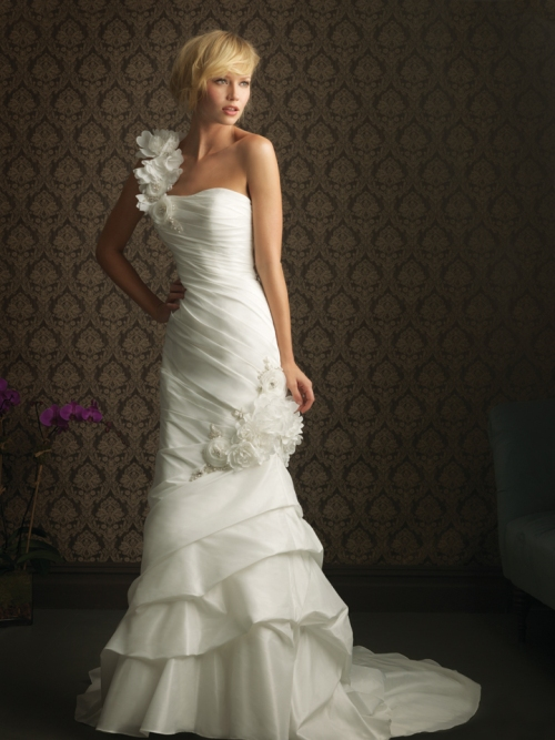 classic lace wedding dresses with straps